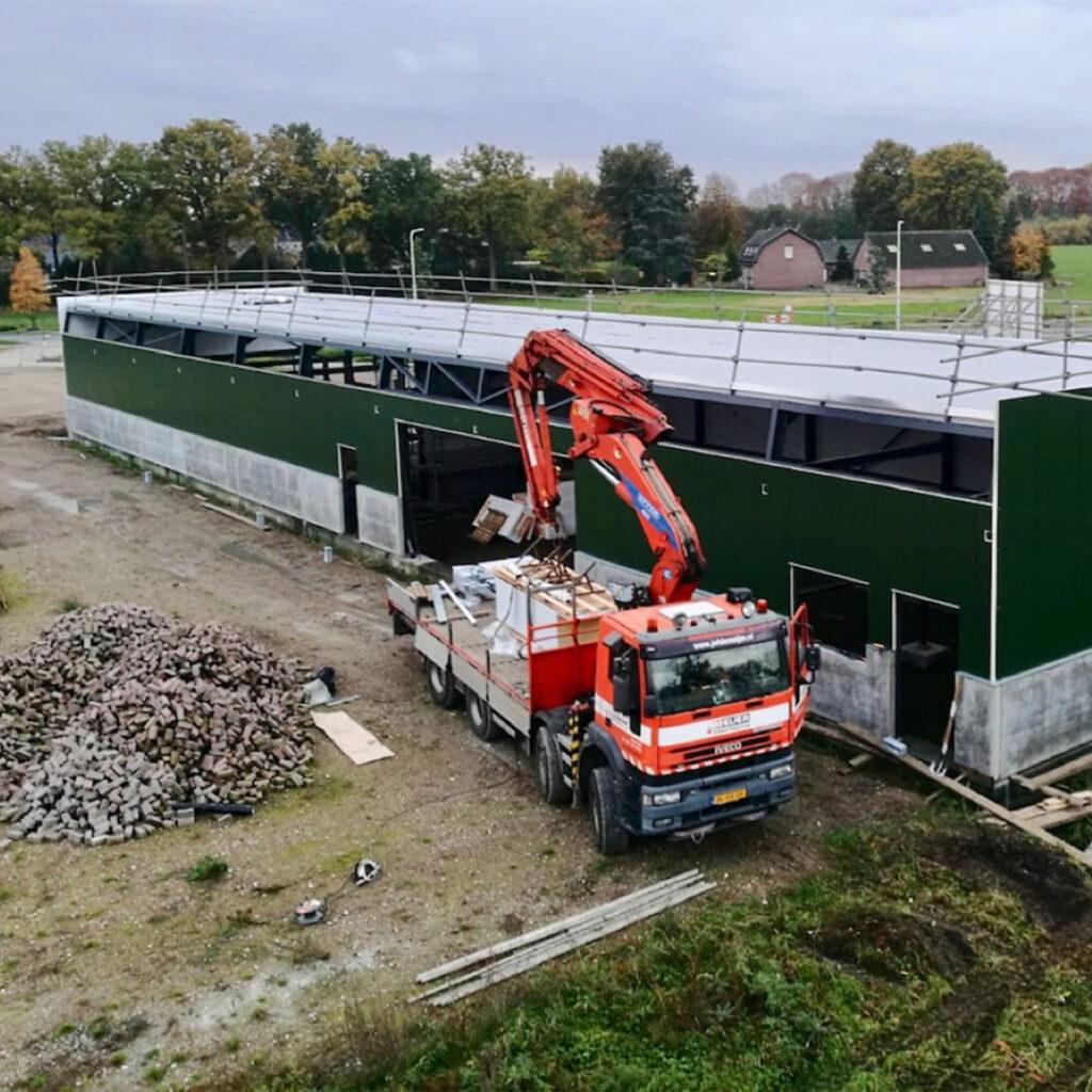 vrachtwagen-met-kraan-de-meijer-staalbouw